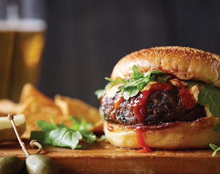 Bønneburger med Sriracha Aioli