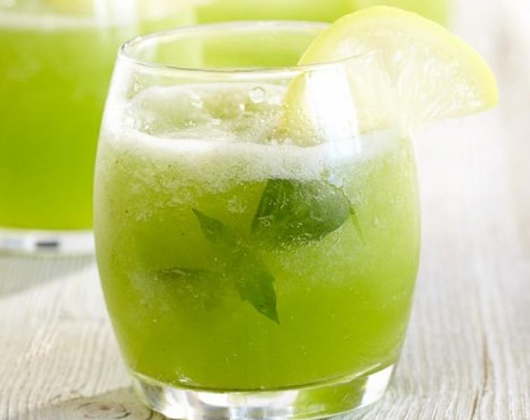 Frossen basilikum-lemonade