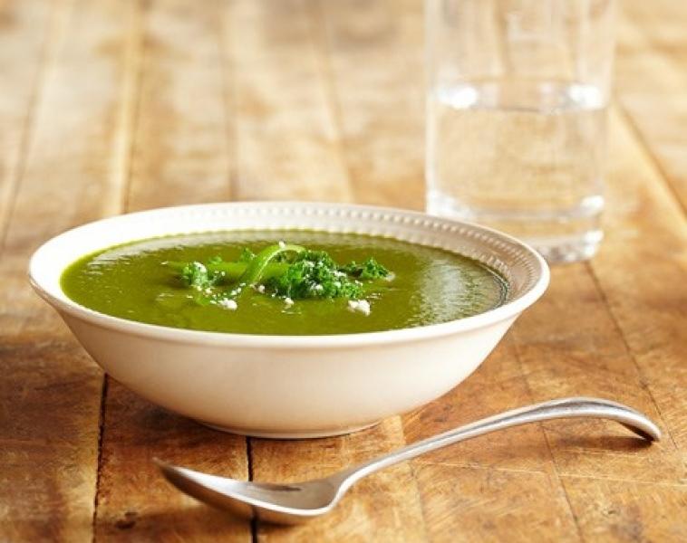 Kål og purre løk suppe